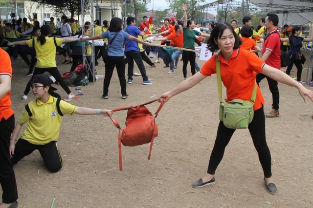 Tiếp đó, thầy trò trường THCS Giảng Võ đã tham gia các hoạt động vui chơi, bổ ích.