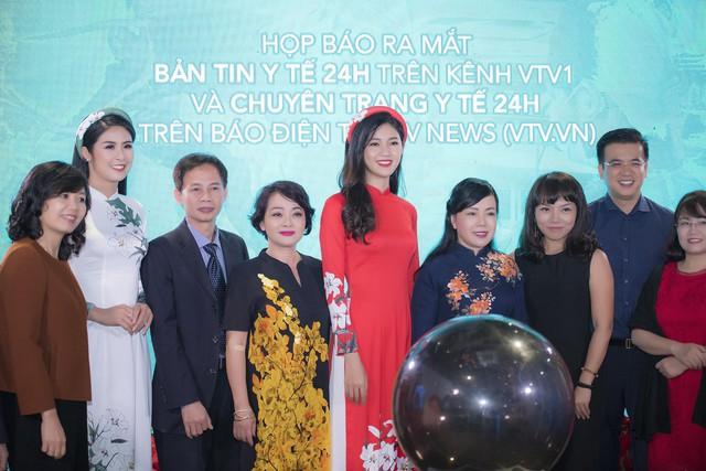 Bộ trưởng Bộ Y tế cùng các khách mời nghệ sĩ