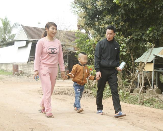 Bé Vi Đình Khải (4 tuổi) sau khi phát hiện thiếu men G6PD thì đã được điều trị và phát triển bình thường.     Ảnh: V.Đồng