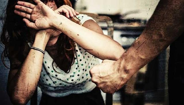 Từ chuyện người vợ bị chồng cũ tạt axit: Phụ nữ ra đi đừng quay trở lại!
