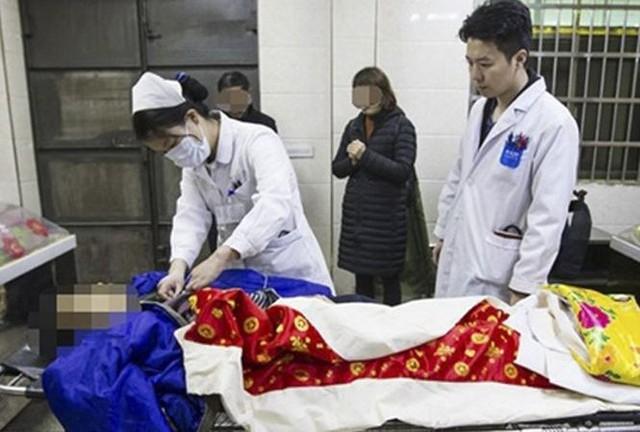Nhân viên nhà tang lễ tá hoả phát hiện 'xác chết sống dậy'