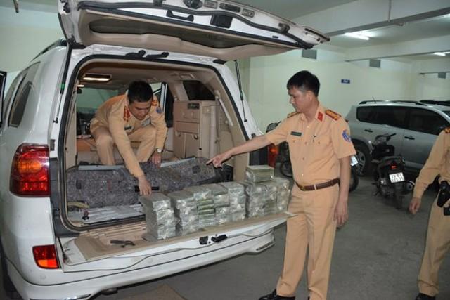 Dùng xe ô tô nước ngoài vận chuyển số lượng ma túy khủng