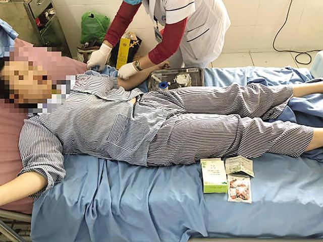 Sau khi dùng thảo dược giảm cân, nữ sinh 14 tuổi nhập viện