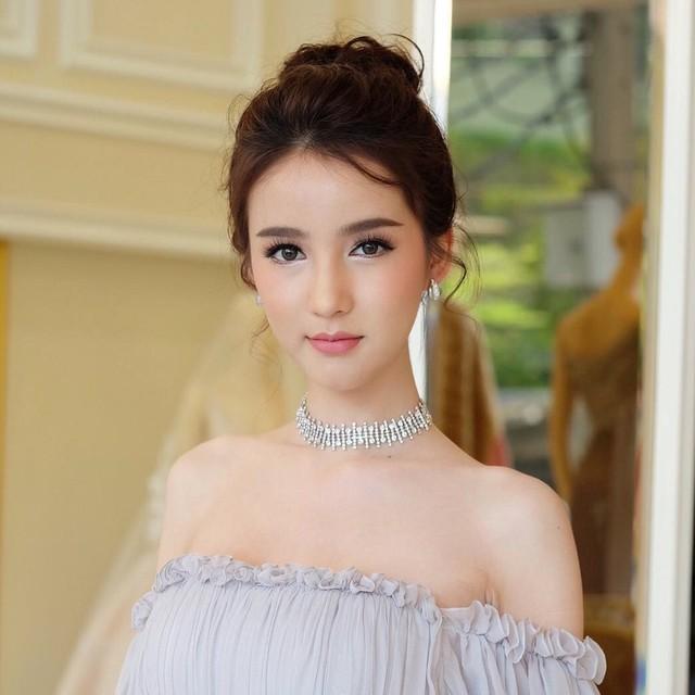 Nhan sắc hút hồn của người đẹp chuyển giới Thái Lan