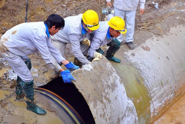 Sáng nay, 9 bị cáo hầu tòa sau 18 lần vỡ đường ống cấp nước sông Đà
