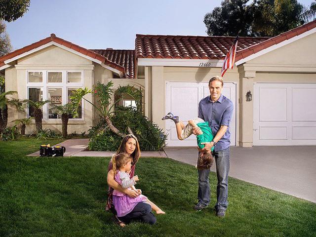 Chọn mua được căn nhà ưng ý nhưng rất nhanh chóng, cặp vợ chồng nhà Rice liền gặp phải hàng loạt sự quấy rối từ người bí ẩn.