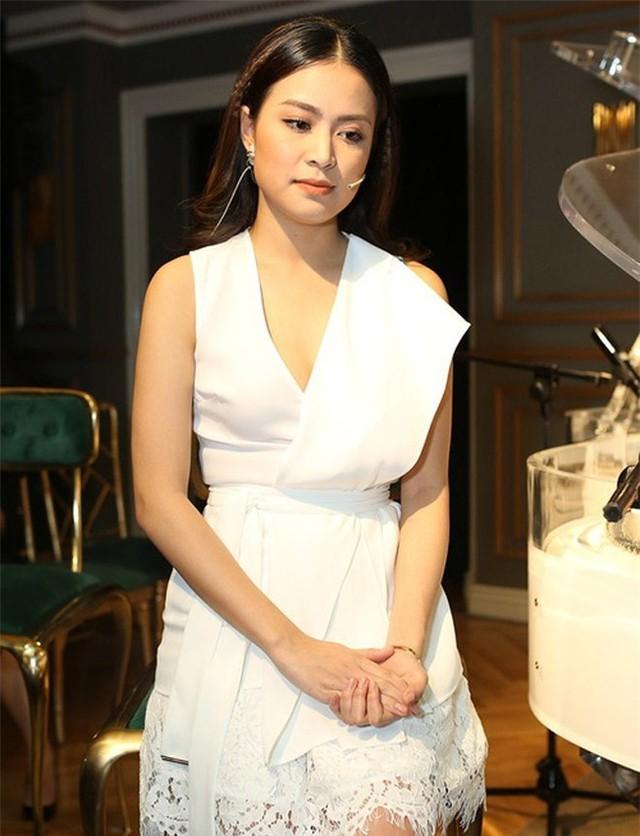 Mới đây, trong tự truyện của mình, Hoàng Thùy Linh tiết lộ cô từng rung động trước Hary Lu, nhưng vì gia đình lên tiếng phản đối nên họ chia tay ngay cả khi chưa chính thức yêu nhau. Điều này đã khiến Hoàng Thùy Linh tổn thương sâu sắc vì nó gợi lại nỗi đau quá khứ của cô.