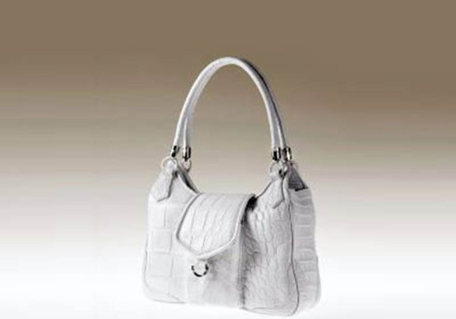 Túi xách Gadino của Hilde Palladino là sản phẩm của nhà thiết kế người Na-uy Hilde Palladino. Vật liệu chính làm túi là từ da cá sấu, ngoài ra còn có 39 viên kim cương trắng và vàng trắng được dùng để trang trí cho phần móc và khóa. Chiếc túi có giá 38.470 USD.