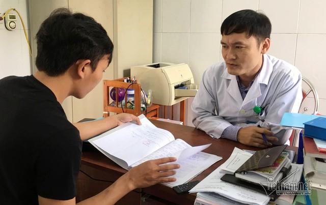 BS Nguyễn Cảnh Hùng (ảnh phải)