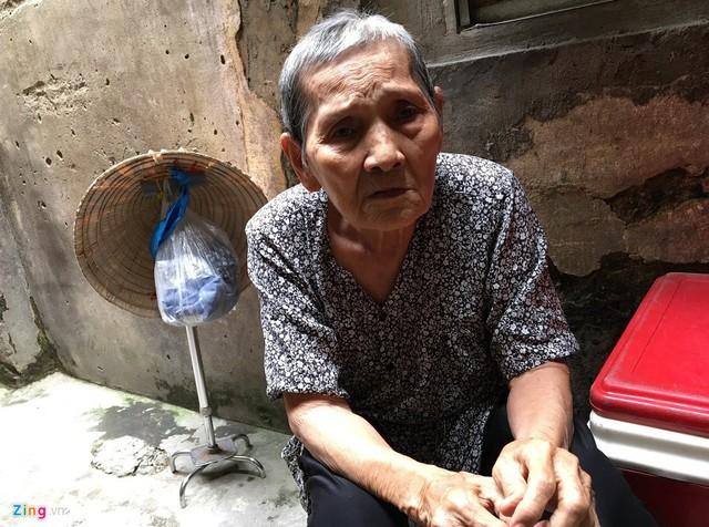 Ở tuổi 84, bà Hai vẫn nhớ như in từng chi tiết của cuộc đời mình. Ảnh: Hoài Thanh.