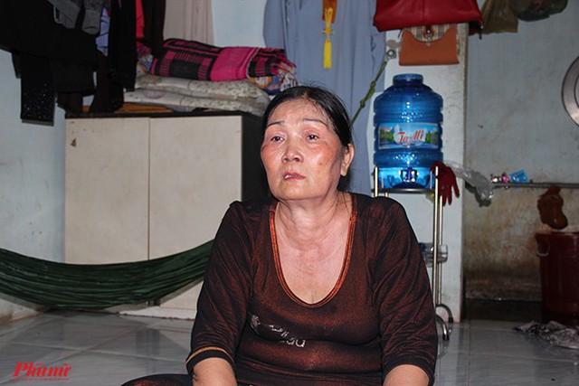 28 năm trước bà Vũ Thị Thi (59 tuổi, nhà ở xã Nhị Bình, huyện Hóc Môn, TP.HCM) hồi hộp chờ con chào đời, 28 năm sau bà sợ thời gian qua nhanh vì con bà đang mang bản án tử hình.