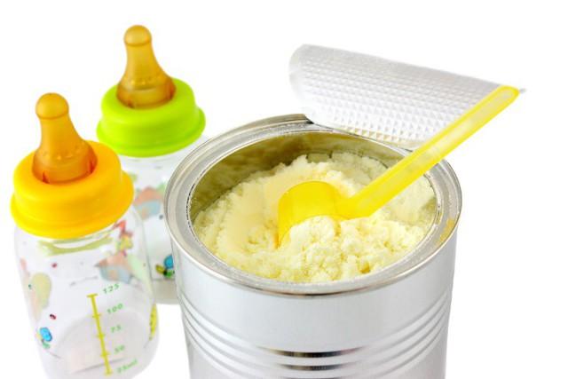 Địa chỉ mua sữa bột uy tín cho con luôn là mối quan tâm thường trực của các bậc cha mẹ (ảnh minh hoạ)