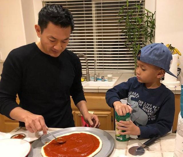 Ông xã Thanh Thảo rất yêu thương và dạy dỗ Jacky như con trai ruột.
