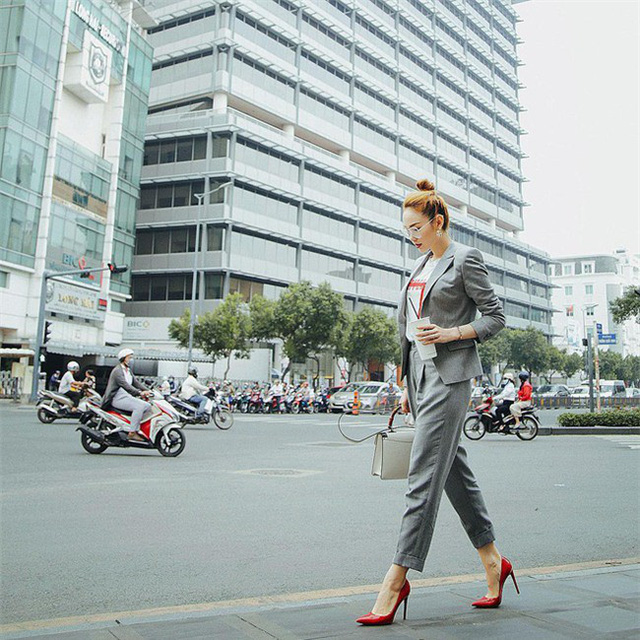 Tìm kiếm gợi ý diện đồ công sở từ chính phong cách của các người đẹp Việt - Ảnh 17.