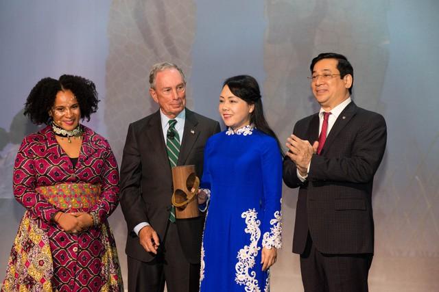 Bộ trưởng Bộ Y tế Việt Nam Nguyễn Thị Kim Tiến được Thủ tướng Chính phủ cử tham dự Hội nghị và nhận giải thưởng quan trọng này