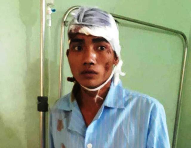 Lương Phò Nót đang được điều trị tại trung tâm y tế huyện Kỳ Sơn