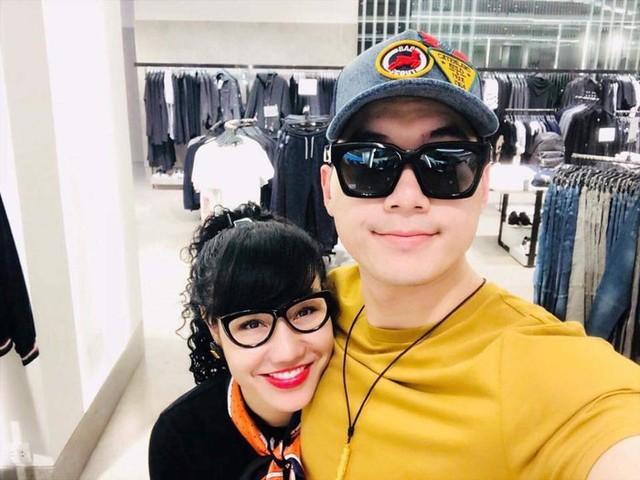 Trương Nam Thành đăng tải hình ảnh chụp với người yêu mới.