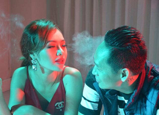 Hình ảnh Duy Mạnh trong MV Phê - phản ánh thói hư tật xấu của một số bạn trẻ.