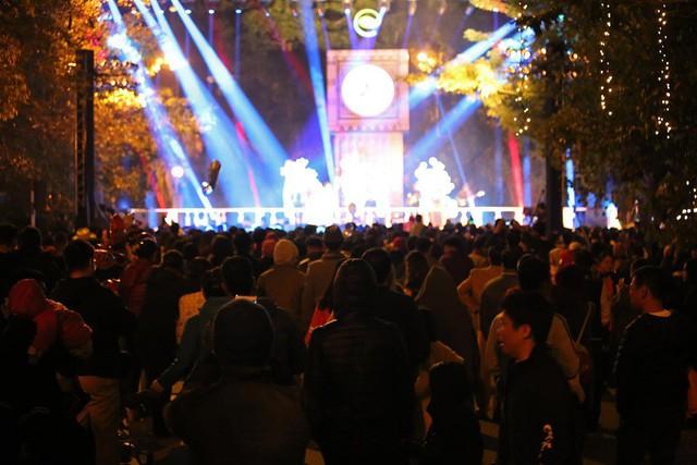 Rất đông cư dân Ecopark cùng nhau đón năm mới