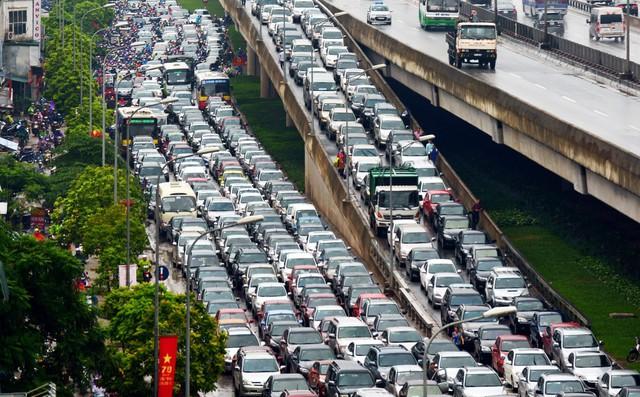 """Đề xuất thu phí ùn tắc ở Hà Nội: Vẫn """"bắt cóc bỏ đĩa"""""""