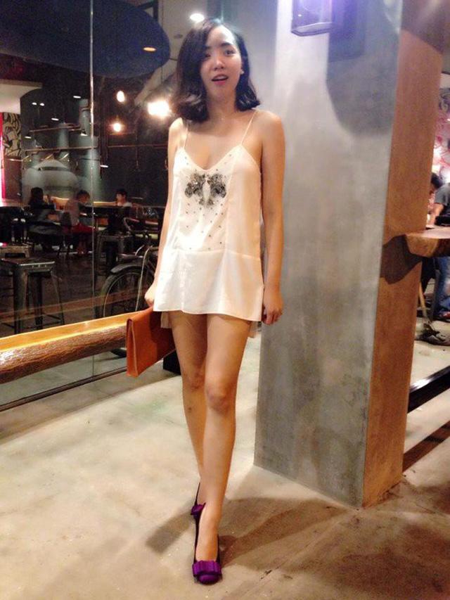 Tóc Tiên cũng từng nhận phải nhiều chỉ trích khi mặc một chiếc váy ngủ khá ngắn ra đường