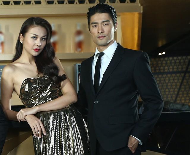 Hợp tác cùng nhau trong Nụ hôn thần chết, Johnny Trí Nguyễn tỏ ra xứng đôi với Thanh Hằng cả về sắc vóc lẫn tài năng.