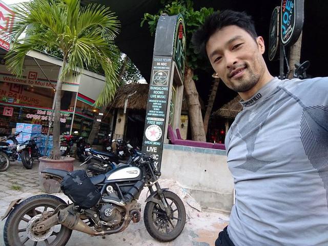 Johnny Trí Nguyễn mê xe phân khối lớn và cảm giác phóng mình trên các cung đường.