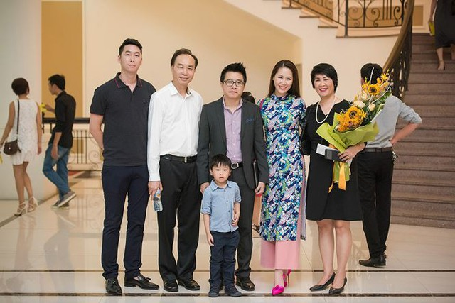 """Hoa hậu Dương Thùy Linh và hành trình nuôi con khắt khe...""""phát sợ"""""""