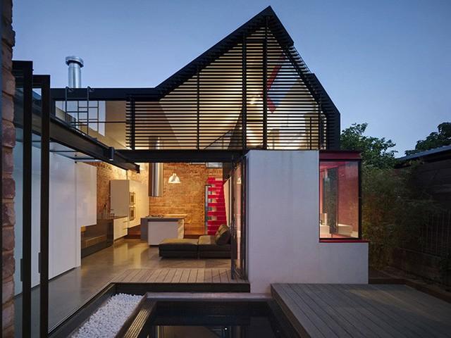 Ngôi nhà nằm tại Melbourne, Australia, được thiết kế bởi Kiến trúc sư Andrew Maynard Architects trên nền diện tích 120,0 m2.