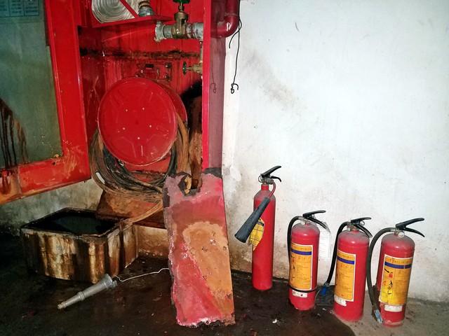 Những hộp chữa cháy han rỉ tại Tòa nhà hỗn hợp Sông Đà (số 131, đường Trần Phú, quận Hà Đông, Hà Nội).