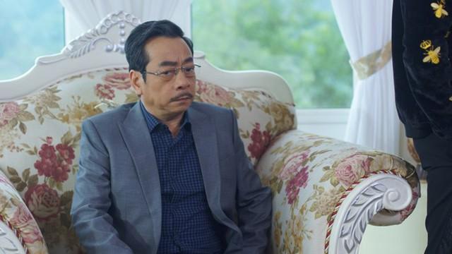NSND Hoàng Dũng gây bão mạng năm 2017 với vai ông trùm Phan Quân trong Người phán xử.