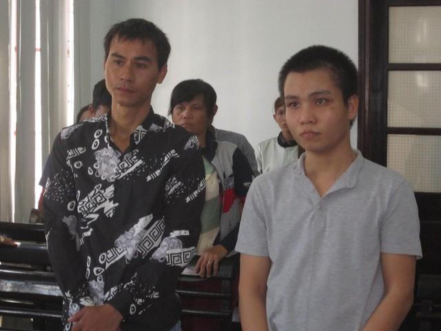 Bị cáo Thoại và Tưởng trước tòa.