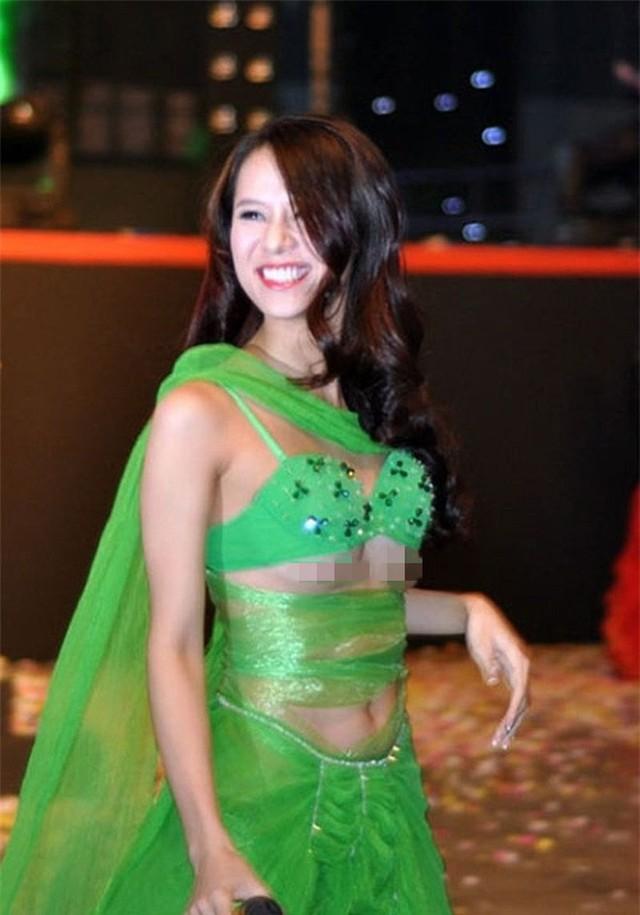 Diện váy lộ trên hở dưới, Thái Hà không chỉ bị cộng đồng mạng chỉ trích mà còn phải nhận án phát 5 triệu đồng vì lộ ngực.