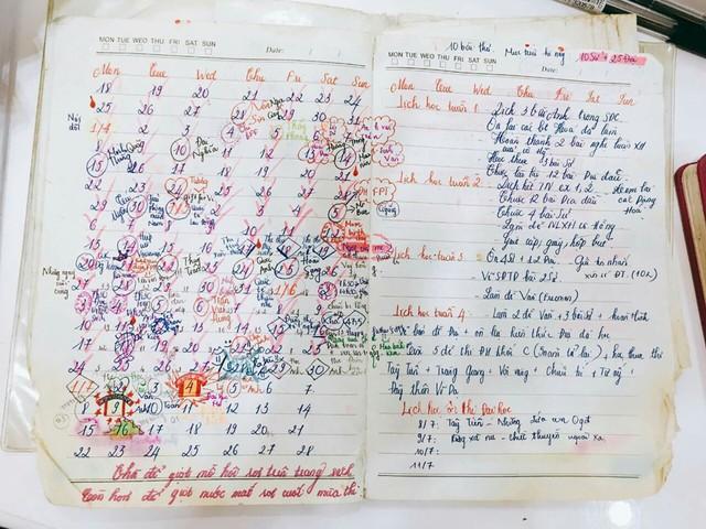 Sổ tay ghi chép lịch học dày đặt kèm với mục tiêu đậu đại học của một cựu học sinh trường Nguyễn Khuyến. Ảnh: Thân Ngọc Hà Duyên.