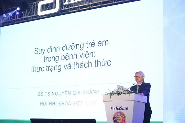 GS. TS Nguyễn Gia Khánh - Chủ tịch Hội Nhi khoa Việt Nam