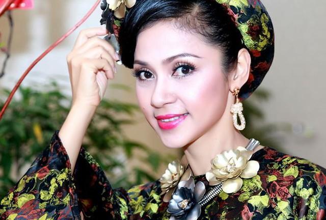 Ngoài công việc, Việt Trinh dành chủ yếu thời gian cho con trai.