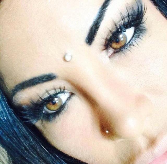Màu mắt ban đầu của hot girl nổi tiếng