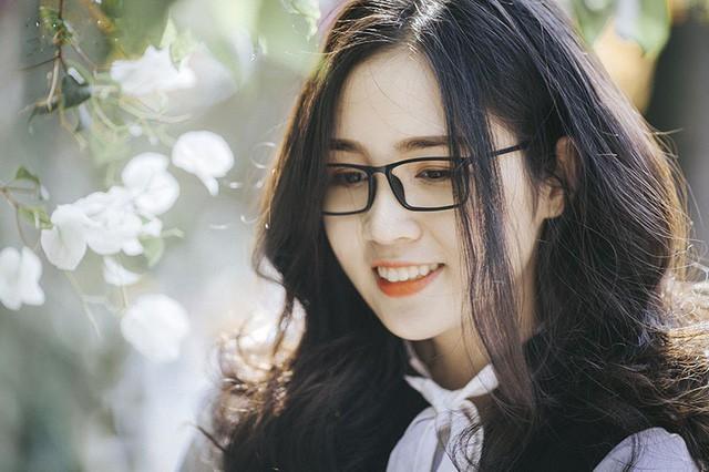 Cùng ngắm nhìn thêm những hình ảnh xinh đẹp của Lê Thị Thảo Huyền.