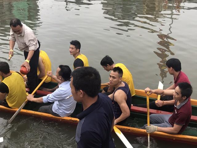 Các đội thuyền đang tích cực tập luyện để chuẩn bị cho lễ hội