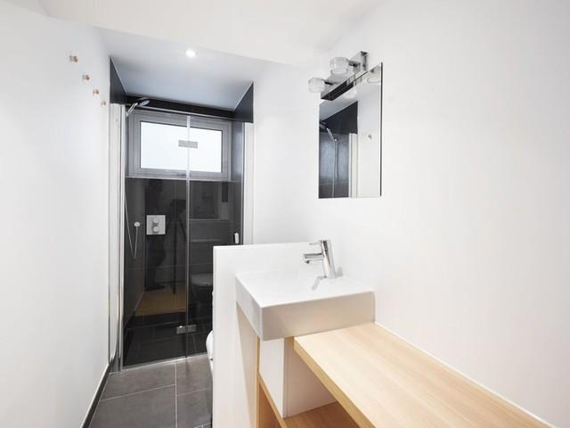 Dù chỉ là nhà một tầng nhưng khu WC vẫn được đầu tư chu đáo.