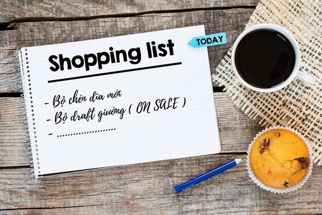 Lên danh sách những gì cần mua, bạn sẽ tránh được việc mua những món hàng về để rồi bỏ không một chỗ