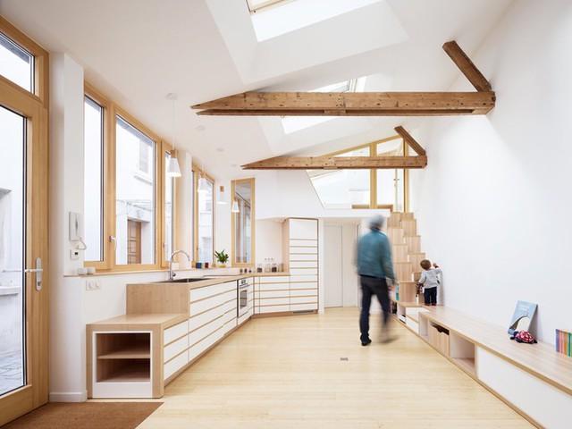 Nhà được thiết kế với không gian sinh hoạt chung để mở, một phòng ngủ lớn, gác xép, một WC.