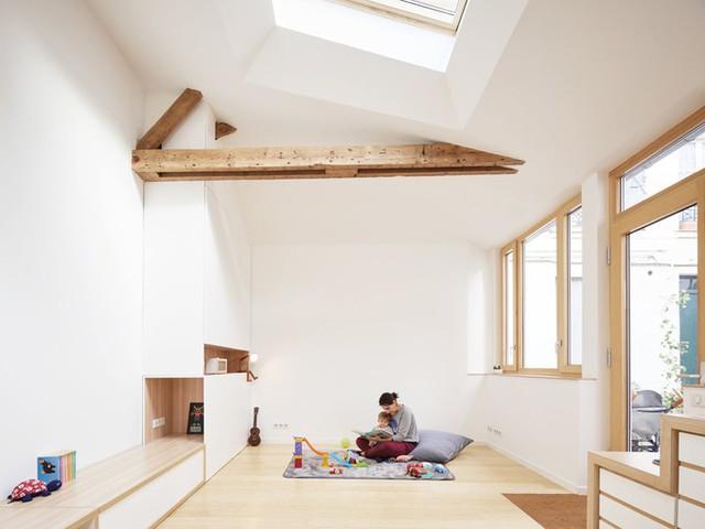 Khu vực sinh hoạt chung khá rộng nên có thể là chỗ tiếp khách, vui chơi của trẻ nhỏ hoặc biến thành nơi nghỉ ngơi cho khách khi cần.
