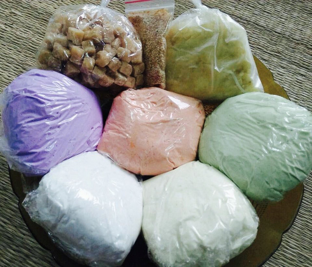 Mỗi set bột bánh hiện có giá dao động từ 50.000-90.000 đồng tuỳ loại.