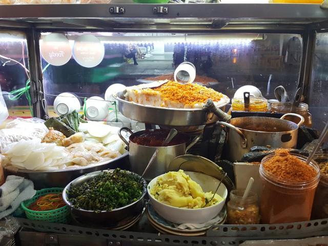 Tiệm bánh bèo Huế lai vị Sài Gòn đắt khách ở quận 10