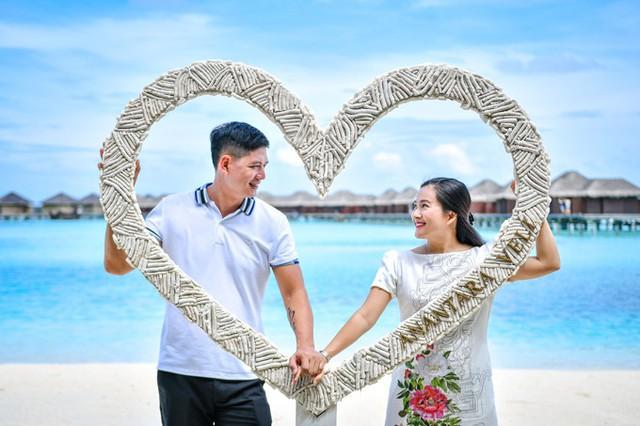 Trong 10 năm chung sống, đôi vợ chồng cũng trải qua không ít sóng gió nhưng họ vẫn hạnh phúc bên nhau.