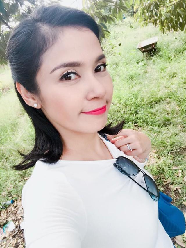 Việt Trinh vẫn rạng rỡ ở tuổi 45.