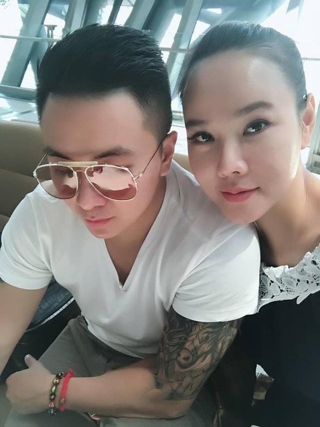 Dương Yến Ngọc thừa nhận từ khi bước vào cuộc tình này, cô thấy mình trẻ hơn rất nhiều.