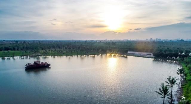 Nhờ diện tích cây xanh – mặt nước rộng lớn, Ecopark trở thành một trong những khu đô thị có cảnh quan đẳng cấp, môi trường đáng sống nhất hiện nay.