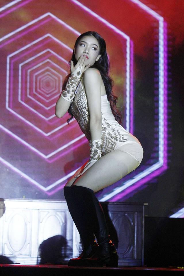 Màn nhảy bốc lửa của Miss style Đinh Ngọc Huyền